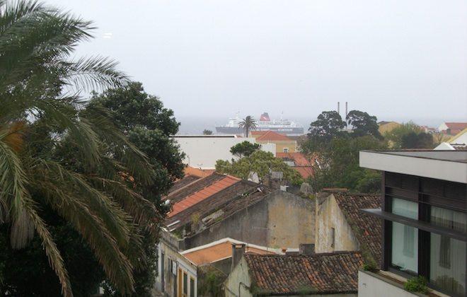 Blick aus dem Hotel auf Hafen Ponta Delgarda