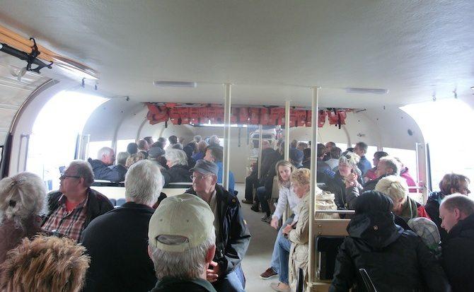 Mit dem Tenderboot an Land