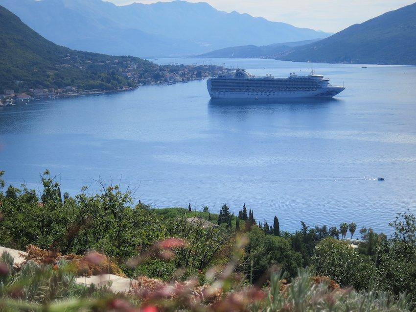 Passagierschiffe kommen auch in die Bucht von Kotor